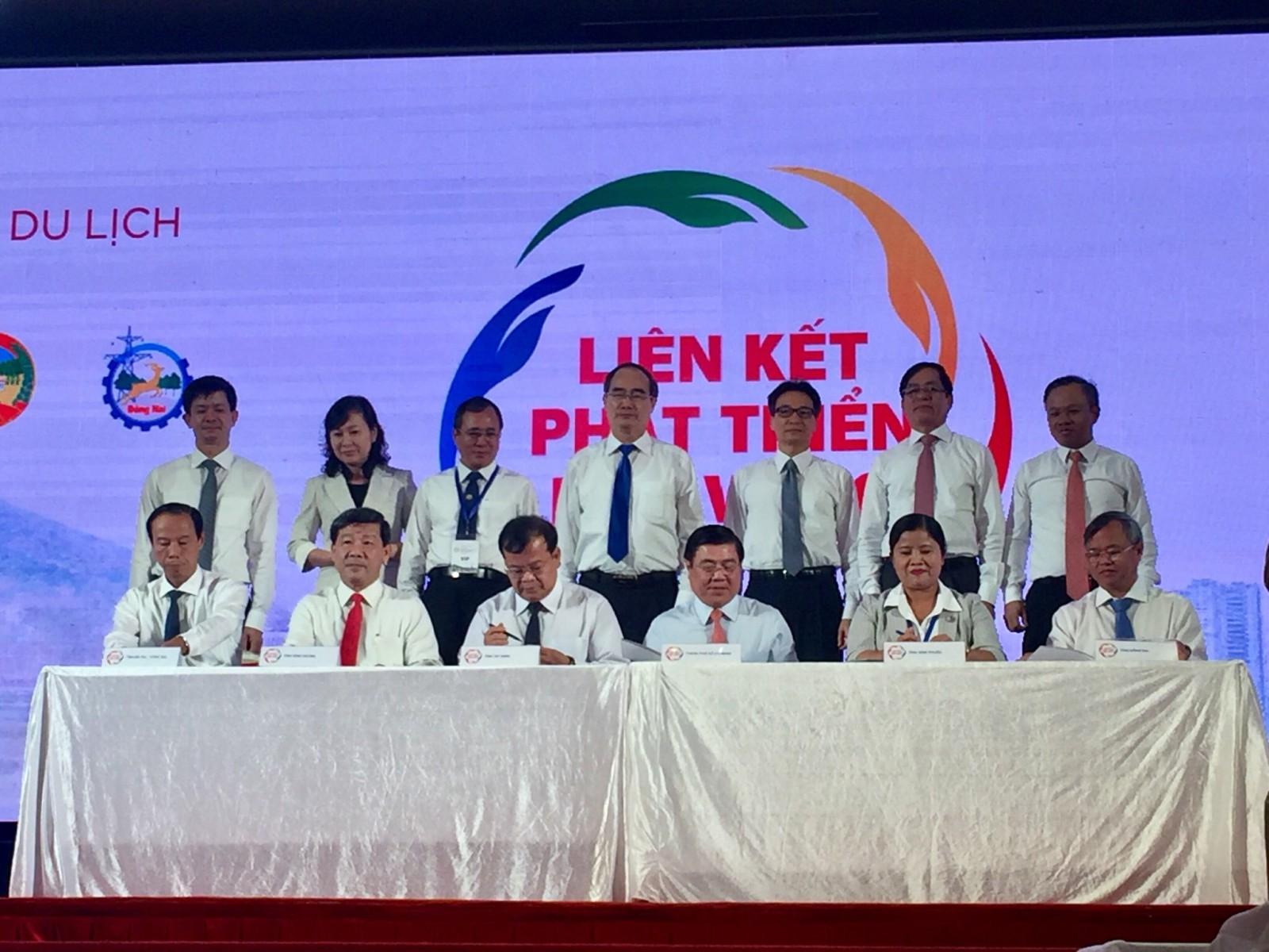 Lãnh đạo 6 tỉnh, thành ký kết thỏa thuận liên kết phát triển du lịch vùng Đông Nam bộ giai đoạn 2020 - 2025