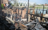 Cháy lớn thiêu rụi 5 căn nhà