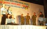 """Đêm văn nghệ """"Đón mừng năm mới 2010"""" ở Thuận An: Cất cao tiếng hát ngợi ca quê hương đổi mới"""