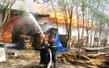 """Vụ cháy nhà xưởng Công ty TNHH Sản xuất & Thương mại Sao Nam: 5 giờ """"bà hỏa"""" thiêu rụi 28 tỷ đồng"""
