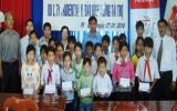 Công ty Bảo hiểm nhân thọ Prudential - Báo Bình Dương: Trao 20 suất học bổng cho học sinh nghèo Phú Giáo