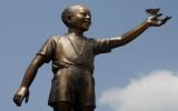 Indonesia dời tượng Obama vì dân phản đối