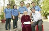 Báo Bình Dương thăm, tặng quà và chúc tết mẹ Việt Nam anh hùng Nguyễn Thị Mua