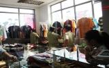 Phát hiện nhiều quần áo thời trang giả nhãn hiệu LACOSTE