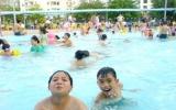 Thời tiết nắng nóng: Cẩn thận khi cho trẻ đi bơi