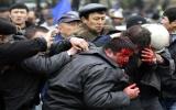 Đảo chính ở Kyrgyzstan, phe đối lập giành quyền lãnh đạo