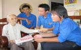 Đoàn thanh niên Báo Bình Dương và Chi đoàn phường Phú Hòa, TX.TDM: Thăm mẹ Việt Nam anh hùng Nguyễn Thị Mua