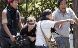 Các nhà báo giữa làn đạn Bangkok