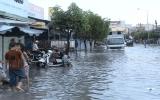 Sau cơn mưa, đường lại ngập