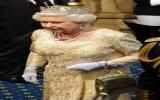Nữ hoàng Anh cũng gặp khó
