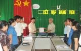 Đảng bộ xã Phú An (Bến Cát): Chú trọng công tác phát triển đảng viên trong nhiệm kỳ mới
