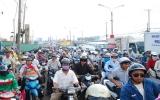 Tắc nghẽn cửa ngõ phía đông Sài Gòn vì sửa cầu