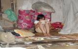 Cô bé côi cút tự kiếm tiền ăn học