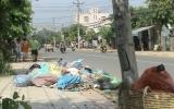 Bãi rác trên đường vào khu phố văn hóa