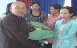 Chùa Phước Hưng (TX.Thủ Dầu Một): Trao tặng 10 tấn gạo cho hộ nghèo 14 xã, phường
