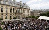 Pháp: Chính phủ bỏ xe công, bán máy bay để tiết kiệm