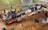 Xe buýt sân bay Hàn Quốc lao xuống cầu, 12 người chết