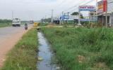 """Xã Khánh Bình, Tân Uyên: Dân """"kêu"""" vì nước thải quá hôi thối!"""