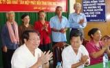 """Chương trình """"Mái ấm tình thương"""" của đài PT-TH Bình Dương: Vận động, trao tặng 8 mái ấm tình thương cho  hộ nghèo huyện Cầu Kè"""