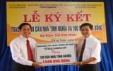 """Ngân hàng TMCP Ngoại thương Việt Nam- Chi nhánh Bình Dương: Ký kết tài trợ 1,7 tỷ đồng cho chương trình  """"Nghĩa tình Trường Sơn"""""""