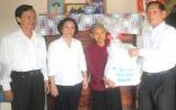 Kỷ niệm 63 năm Ngày Thương binh - Liệt sĩ (27.7.1947 - 27.7.2010): Lãnh đạo tỉnh viếng Nghĩa trang liệt sĩ, thăm và tặng quà các gia đình chính sách