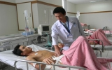 Cứu sống bệnh nhân bị cọc gỗ 1,2m đâm xuyên bụng