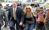 Lindsay Lohan bí mật ra tù lúc nửa đêm