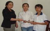 Trao tiền bạn đọc giúp đỡ em Nguyễn Hoàng Duy