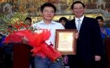 """GS Ngô Bảo Châu nhận danh hiệu """"Công dân ưu tú"""" thứ 11 của Hà Nội"""