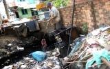 Ông cụ hơn 30 năm thầm lặng vớt rác kênh đen