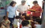 Công ty TNHH thực phẩm thương mại Đại Phát: Tặng hơn 50 triệu đồng và 2.000 phần quà cho Trung tâm Nhân đạo Quê Hương