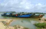 Khai thác cát trong lòng hồ Dầu Tiếng: Tài nguyên quốc gia đang bị thả nổi?