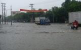 Mưa gây ngập nặng trên nhiều tuyến đường