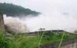 Giữa mùa mưa lũ, hồ thủy điện vẫn thiếu nước