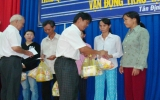 Hội Chữ thập đỏ tỉnh: Thăm và tặng quà cho đồng bào nghèo xã An Bình (Phú Giáo)