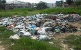 Đống rác giữa khu dân cư!