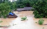 Dốc sức ứng cứu người dân vùng lũ miền Trung