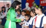 Vietcombank Bình Dương trao học bổng cho học sinh huyện Tân Uyên