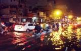 """TP.HCM: """"Tê liệt"""" vì mưa to và triều cường"""