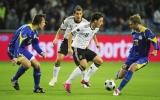 Vòng loại Euro 2012: Đức khẳng định sức mạnh, bạo động ở Italia!