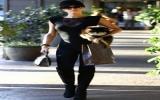 Paris Hilton thả rông vòng một diễu phố