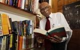 Cụ ông 100 tuổi làm tiến sĩ