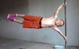 Bé trai cơ bắp như vận động viên