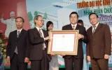 Trường Đại học kinh tế kỹ thuật Bình Dương đón nhận Huân chương lao động hạng III