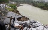 Mưa lớn gây sạt lở núi nghiêm trọng ở Quảng Ngãi