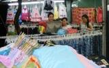 Nhộn nhịp khu phố mua sắm công nhân