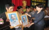 Tặng nhà đại đoàn kết và quà cho đồng bào ở Kon Tum