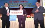Tổng Lãnh sự quán Trung Quốc trao tặng 410 triệu đồng cho người nghèo Bình Dương