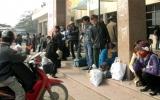 Hà Nội: Bến xe chật cứng khách ngày cuối năm