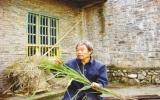 Người đàn ông 34 năm ăn cỏ thay cơm
